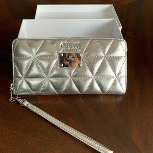 GUESS LOS ANGELS LARGE WALLET NWT